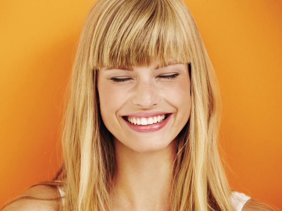 girl smiling with invisalign in nederland